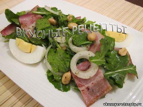 Салат с беконом и руколой