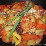 Курица с овощами на сковороде