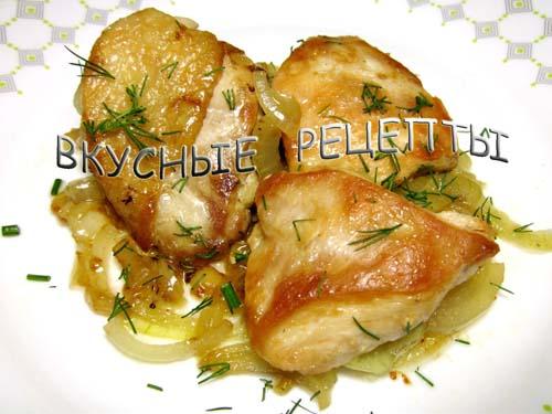 Курица кусочками на сковороде