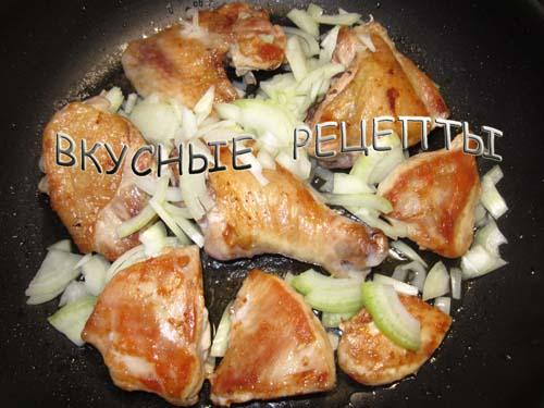 Курица кусочками на сковороде2